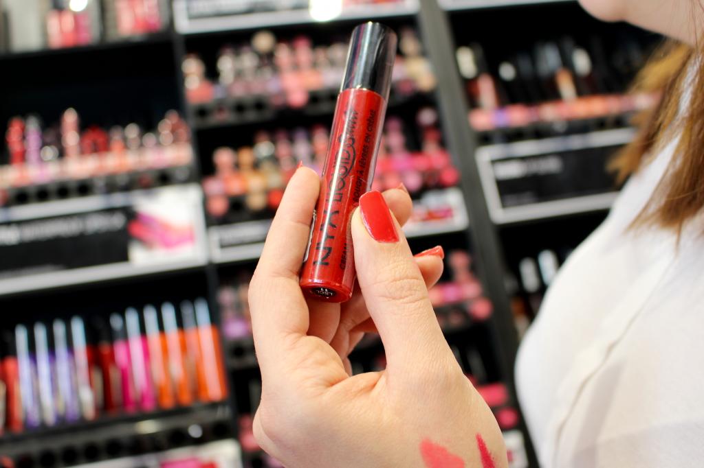 Essayer un rouge à lèvre testeur que 15 personnes ont déjà utilisé avant