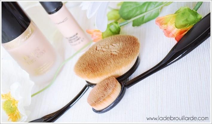 Utiliser sans cesse le même pinceau à maquillage sans jamais le nettoyer