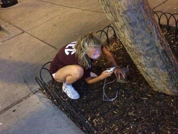 10 people who are ready to do anything to charge their mobile 6